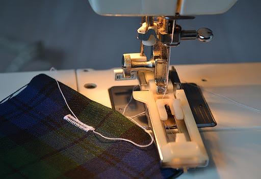 Выметывание петли на швейной машине